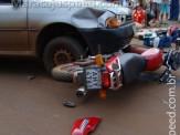 Motociclista fratura tíbia em colisão com Gol