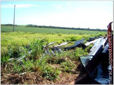 Caminhão carregado tomba na entrada de Maracaju