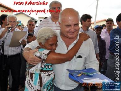 Azambuja, Rigo, Zé Teixeira, Moka e Marun entregam 120 casas em Maracaju