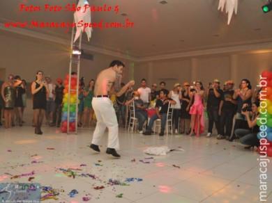 """""""Uma Noite Além do Arco-Íris"""" foi esse o tema da festa de aniversário de Elvis"""