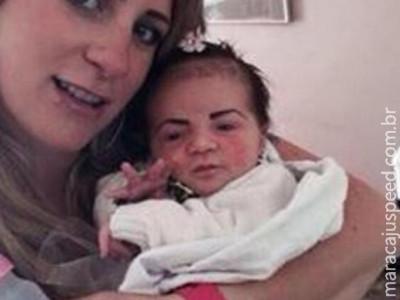 Mãe faz as sobrancelhas da filha bebê e causa polêmica na internet
