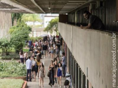 Estudantes estrangeiros poderão trabalhar no Brasil