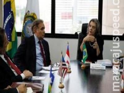 Cármen Lúcia convoca presidentes de tribunais para reunião sobre presídios