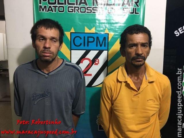 """Maracaju: Usuários de drogas são flagrados com entorpecentes e denunciam """"boca de fumo"""" na Vila Moreninha; dois são presos em flagrante"""