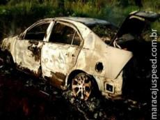 Corpo é incinerado em porta-malas; carro seria de advogado