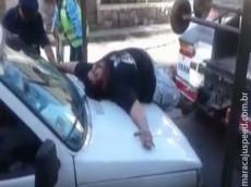 VÍDEO: para evitar ter seu carro rebocado, homem simula ataque nervoso e vira hit na web