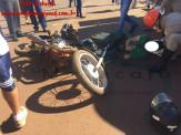 Maracaju: Condutor de motocicleta colide com lateral de caminhonete e tem fêmur fraturado na Rua 11 de Junho