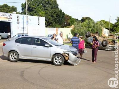 Acidente com capotamento deixa dois feridos em Campo Grande