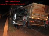 Maracaju: Bombeiros atendem ocorrência de colisão frontal de carretas e veículo de passeio