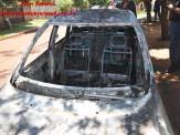 Maracaju: Carro é consumido por fogo no Bairro Cambarai, após curto circuito