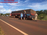 Maracaju: Acidente entre carreta e caminhonete deixa veículo destruído na BR-267