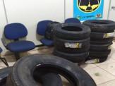 PRE BOP Vista Alegre apreende pneus contrabandeados que seriam comercializados em borracharia de Maracaju