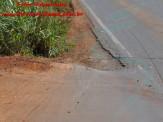Maracaju BR-267: Asfalto do viaduto do Bairro Alto Maracaju, com problemas ocasiona tombamento de carreta bi trem carregada com 40 toneladas de soja sob a pista