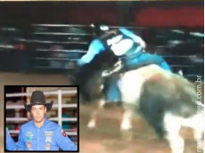 Peão de 24 anos morre após ser pisoteado por touro em rodeio de MS