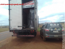 Caminhão carregado de sofás é preso pelo DOF com mais de uma tonelada de maconha