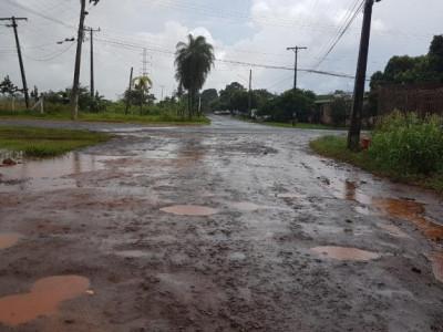 Lamaçal e pedras: sem asfalto, ruas ficam intransitáveis após chuvarada