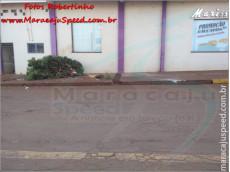 Maracaju: Veículo motosserra arranca árvore de calçada