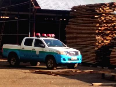 Polícia Militar Ambiental autua serraria em R$ 11,5 mil por armazenamento de 38 m³ de madeira nativa ilegalmente