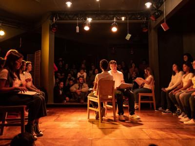 As descobertas de quem entra para o teatro na vida adulta