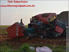 Maracaju: Colisão frontal entre carretas bi trem na MS-157