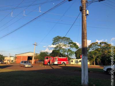 Maracaju: Corpo de Bombeiros atendem ocorrência onde caminhão rompe cabo de telefonia e internet