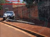 Maracaju: Homem permitiu que adolescente de apenas 16 anos de idade dirigisse veículo. Condutora perdeu o controle do veículo derrubou poste, e veículo ficou destruído