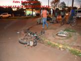 Maracaju: Corpo de Bombeiros atendem ocorrência de colisão entre veículo e motociclistas. Condutor foge sem prestar socorro
