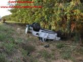 Maracaju: Corpo de Bombeiros atendem ocorrência de acidente na Rodovia MS-162. Veículo capotou por diversas vezes e arrancou até poste de aroeira de cerca de um metro de circunferência