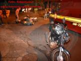 """Maracaju: Mulher enfurecida por estar tendo uma """"DR"""" com seu marido, joga motocicleta contra caçamba de entulho na Vila Margarida"""
