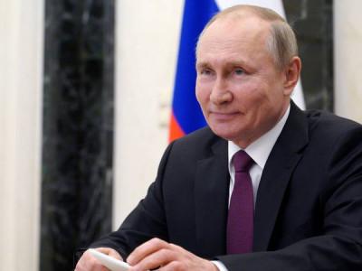 Putin assina lei que pode mantê-lo como presidente da Rússia até 2036