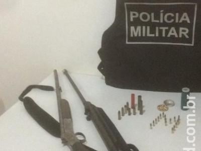 Polícia Militar de Vicentina prende homem por posse irregular de armas de fogo