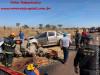 Maracaju: Corpo de Bombeiros atendem ocorrência de colisão frontal entre caminhonete Hilux e veículo Corola na BR-267