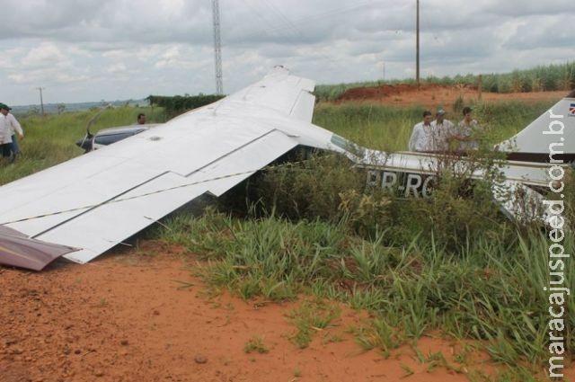 Piloto de avião faz pouso forçado e quase bate em carreta na MS-141