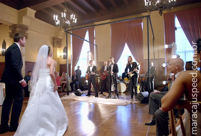 Como a banda Maroon 5 conseguiu 4 milhões de views no Youtube sendo penetra em casamentos