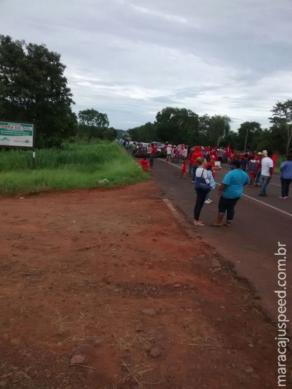 MST/MS tranca rodovias em solidariedade a famílias despejadas de acampamento