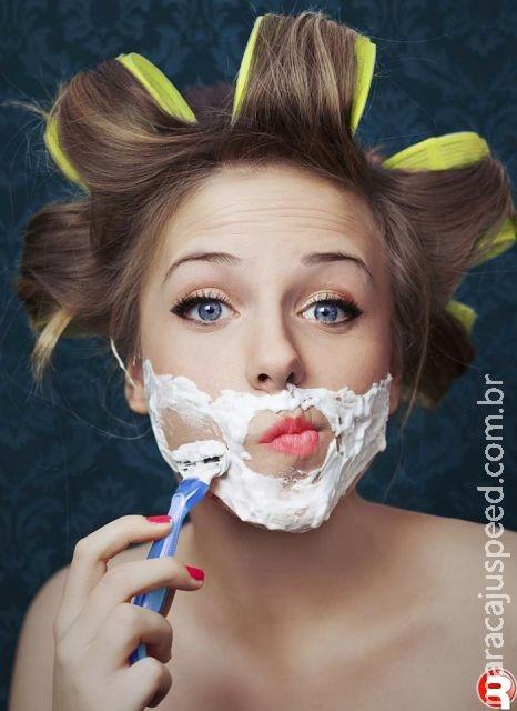 Mulheres que depilam rosto com lâmina envelhecem melhor