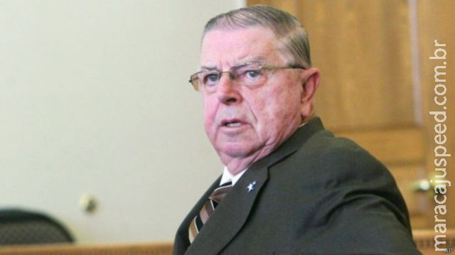 Deputado de 78 anos é julgado por sexo com esposa com demência