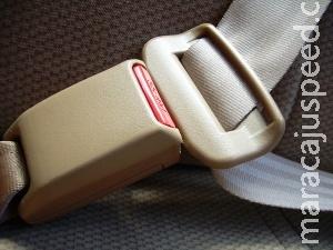 Alerta: maioria dos passageiros descarta o cinto no banco traseiro