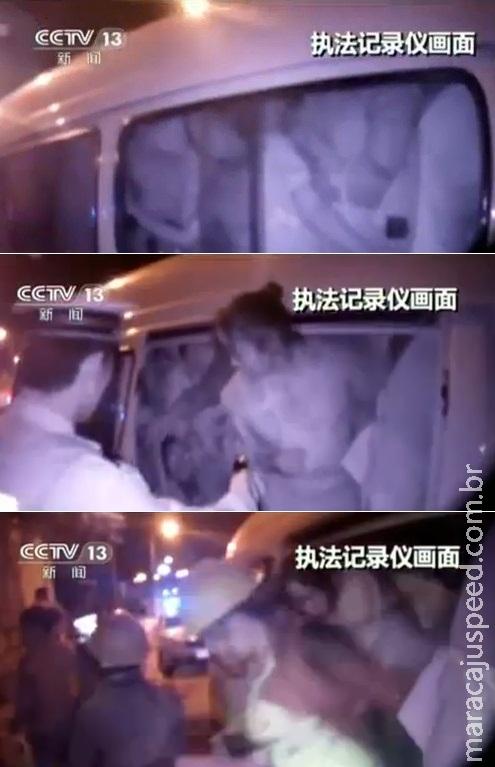 Polícia para van e descobre que ela transportava 50 pessoas