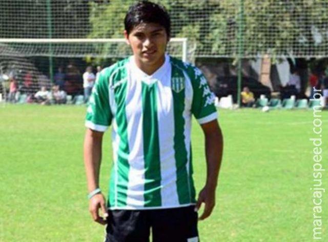 VÍDEO: Jogador argentino morre após bater a cabeça em muro durante jogo