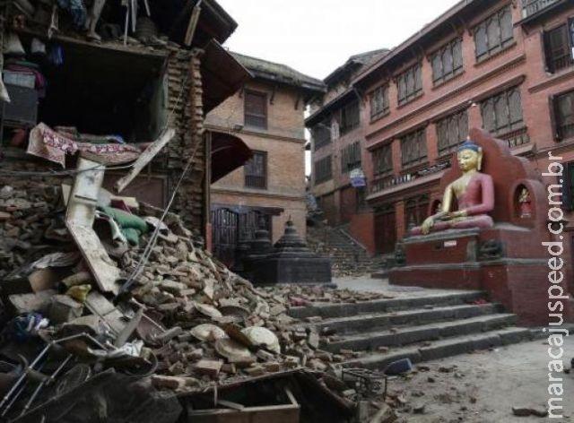 Três mulheres são resgatadas com vida oito dias após terremoto
