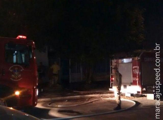Crianças acordam de madrugada com casa em chamas e salvam os pais