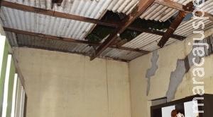 Bombeiros reparam danos causados pela tempestade de vento de 87 km/h