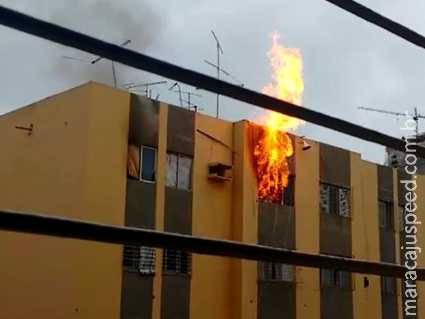 Homem sobrevive ao se jogar do 3º andar para escapar de incêndio