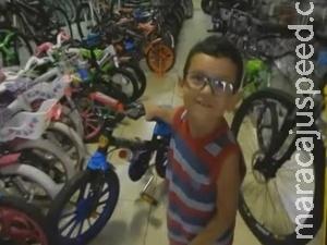 Pietramale mostra menino que juntou 500 reais em moedas para comprar bike à vista