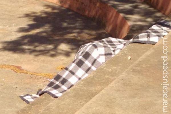 Morador de rua é degolado e corpo é encontrado em praça