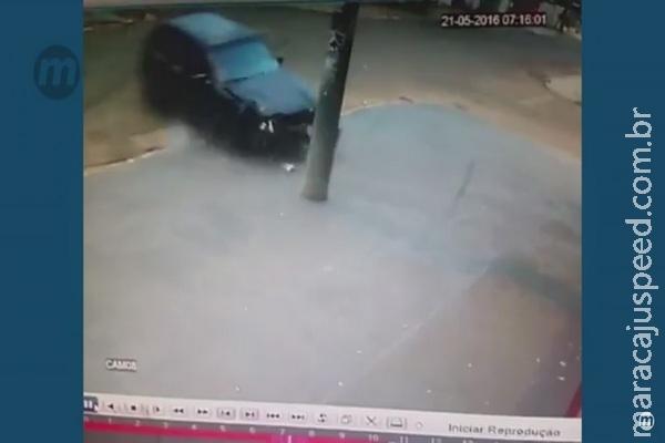 Vídeo: imagens mostram momento em que motociclista é atropelado na Capital