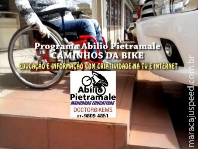 Veículo tranca cadeirante dentro da própria empresa e é multado