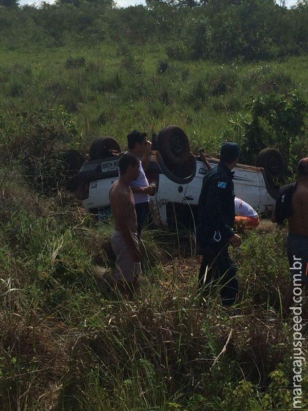 Veículo com placas de Maracaju capota na MS-382 em Guia Lopes da Laguna que deixa duas vítimas em óbito e uma criança de 4 anos com fratura