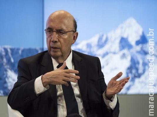 Brasil vive momento favorável com queda da inflação, diz Meirelles